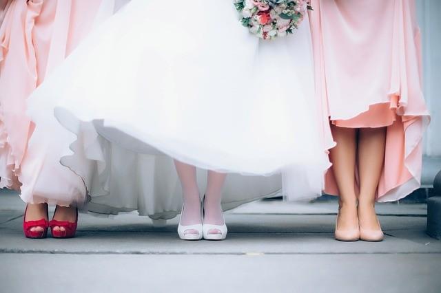 ¿Qué finalidad tienen las damas de honor en una boda y cuántas debes escoger?